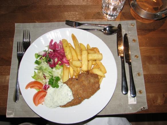 Nyt jo edesmenneen Tampereen Veganissimon seitan pihvi.