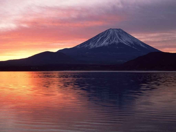 beautiful_sunset_over_mount_fuji_photo