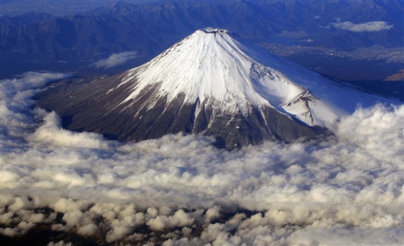 http://blog.education.nationalgeographic.com/2013/05/01/mount-fuji-set-for-unesco-listing/